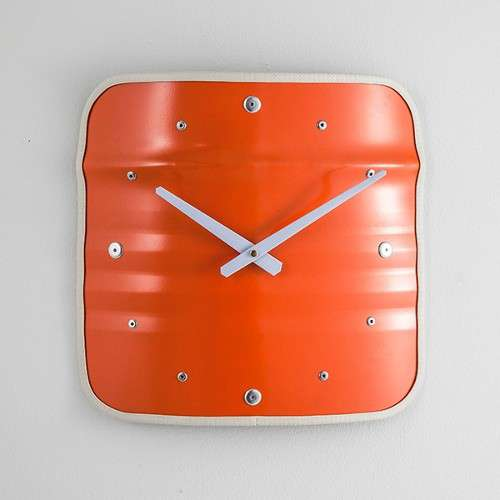 Horloge bidon recyclé orange type meuble industriel